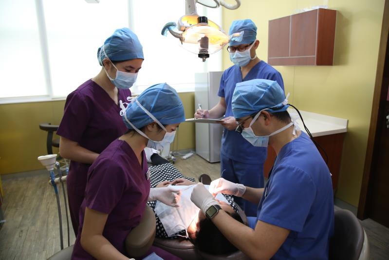 种植牙医生操作
