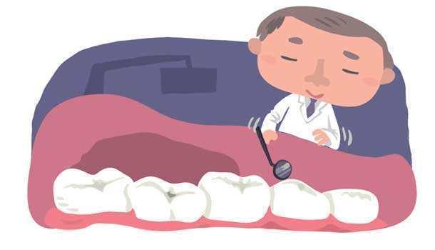 医生检查牙齿情况